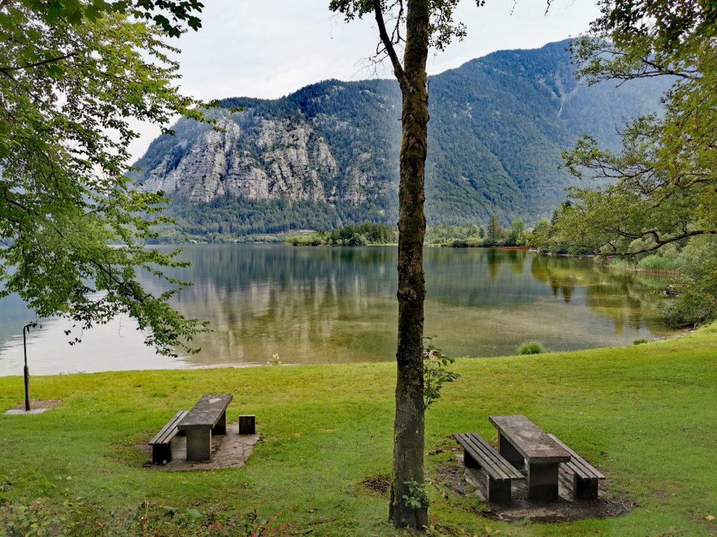 Das ist einer der Badeplätze am Hallstätter See - zwischen Hallstatt und Obertraun