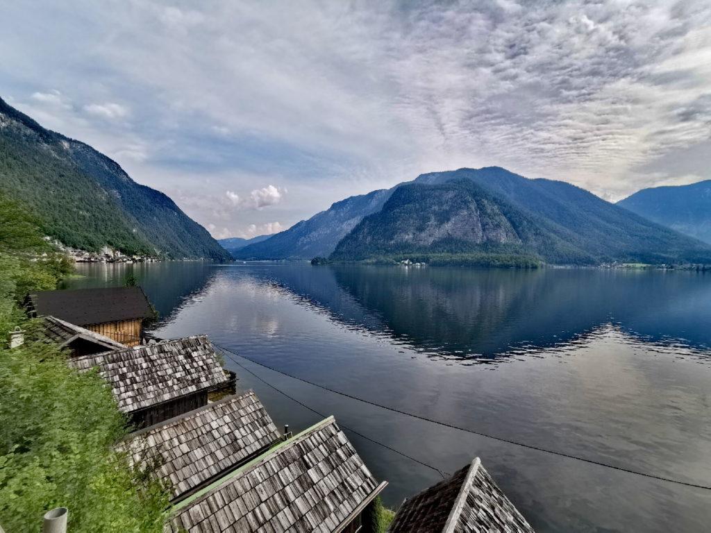 Einmalig schön: Der Hallstättersee mit den Bootshütten und Fischerhütten