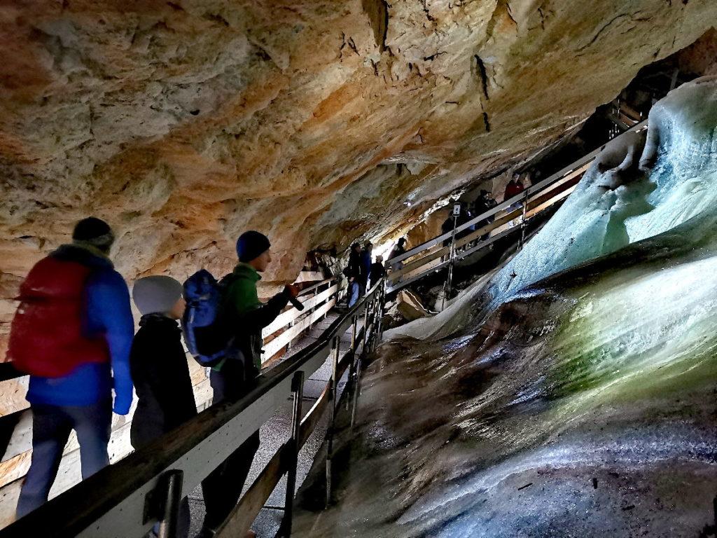 Endlich kommen wir in der Dachstein Rieseneishöhle zum Eis