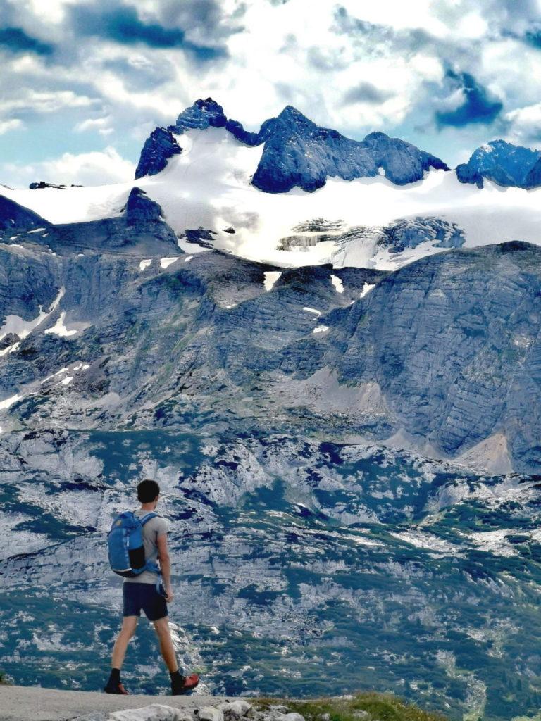 Das ist die Aussicht vom Krippenstein auf den Dachstein samt Gletscher