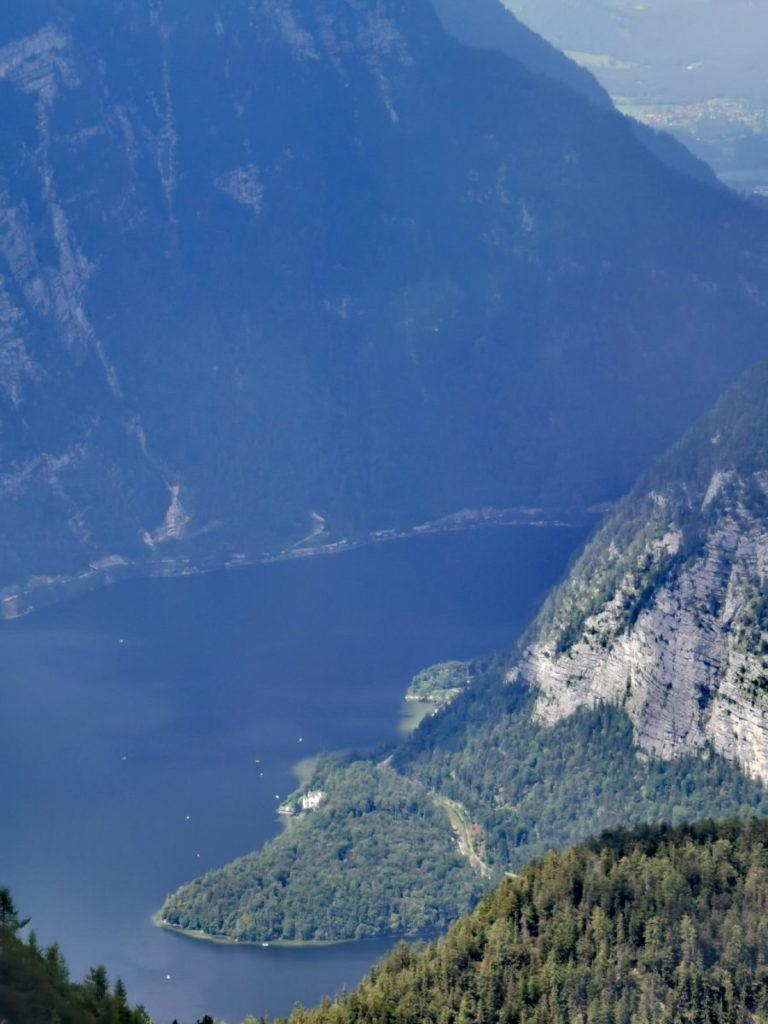 Ausblick aus der Gondel Richtung Krippenstein: Tolle Sicht auf den Hallstätter See