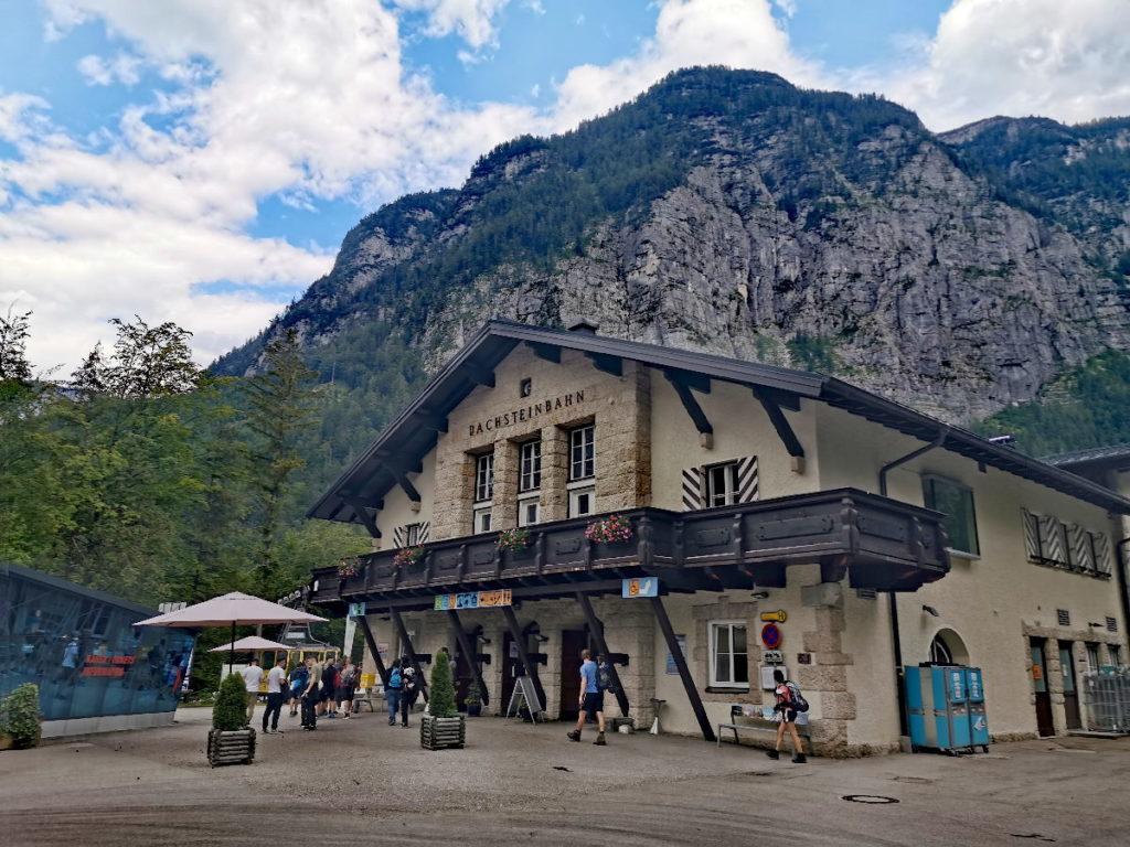 Das ist die Talstation der Krippensteinbahn, die auch Dachsteinbahn genannt wird