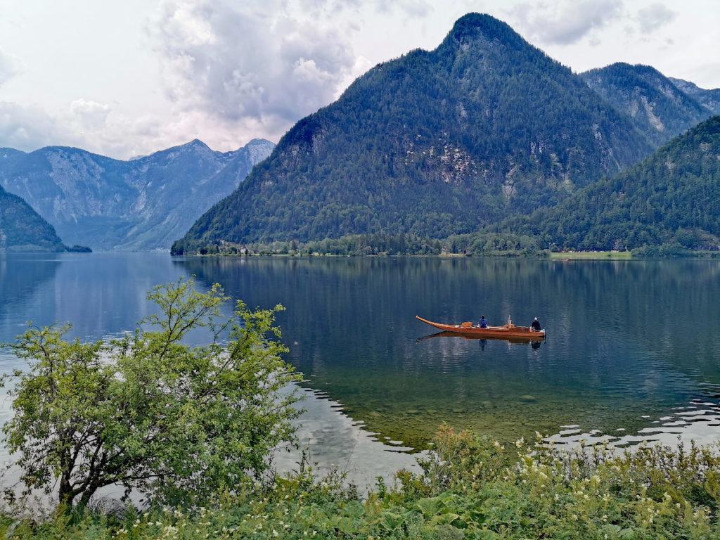 Hallstatt Sehenswürdigkeiten - der Hallstätter See mit den Plätten